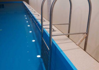 Jonavos kūno kultūros ir sporto centro baseino turėklai.